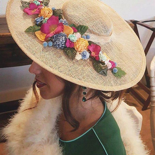Ganas de primavera y de flores en la cabeza Tocado de @marsala_complementos #disoñandobodas #disoñando #tocado #streetstyle #tocadoinvitada #invitada #invitadaperfecta #style #invitadaboda #bbc #wedding #guest #flores #moda #fashion #pamela #primavera #tendencia #sombrero