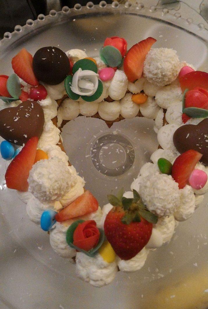 La Cream Tart Cake è una novità che ha spopolato sul web arrivando dagli Stati Uniti, ho deciso di farla per la sua bellezza scenografica a San Valentino.