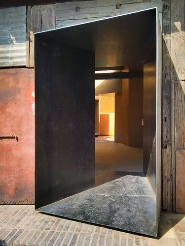 Would be interested to see the whole exterior and interior of this home. [Standardarchitecture — Micro-Hutong]