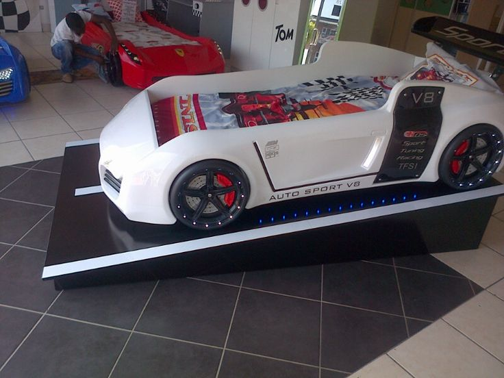 V8 Quattro White