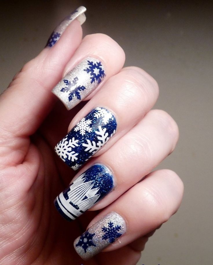 nageldesign-christmas-eve wallpaper dark blue and silver shimmering Snowflake