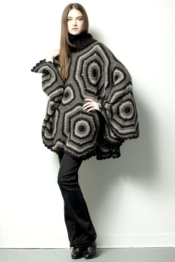 GIPSY PONCHO $245.- crochet in black & gray by Espiritu Folk.