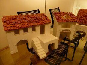 Comment fabriquer des maisons en polystyrène - Les contours des fenêtres sont réalisés en balsa.