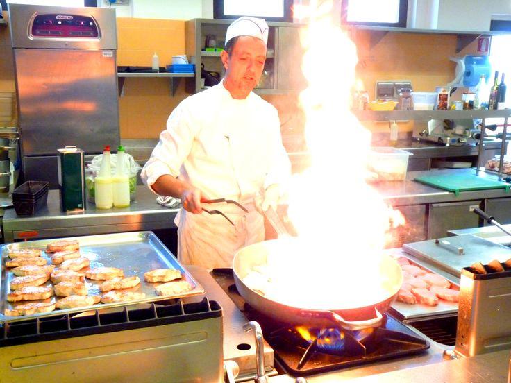 Nella cucina di BorgBrufa si lavora instancabilmente! http://goo.gl/4QFAvH