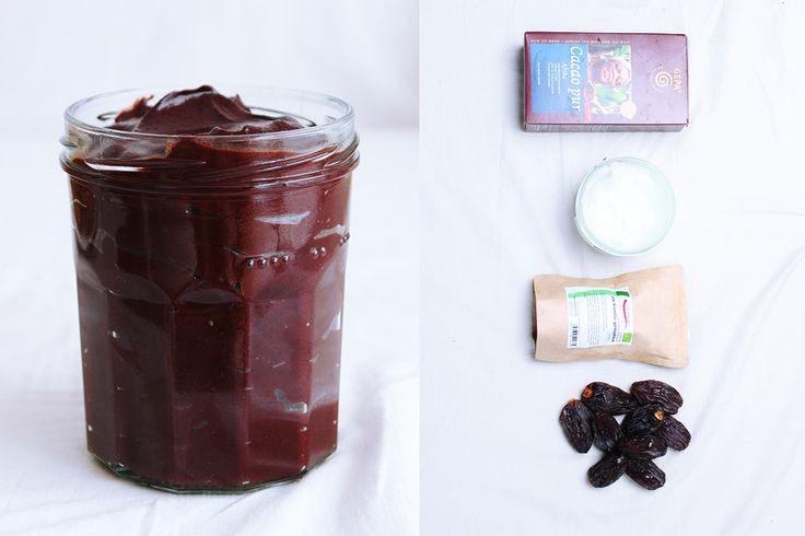 Schmeckt besser als Nutella, ist vegan, gesund und schnell gemacht! Ohne Zucker und andere Zusätze.