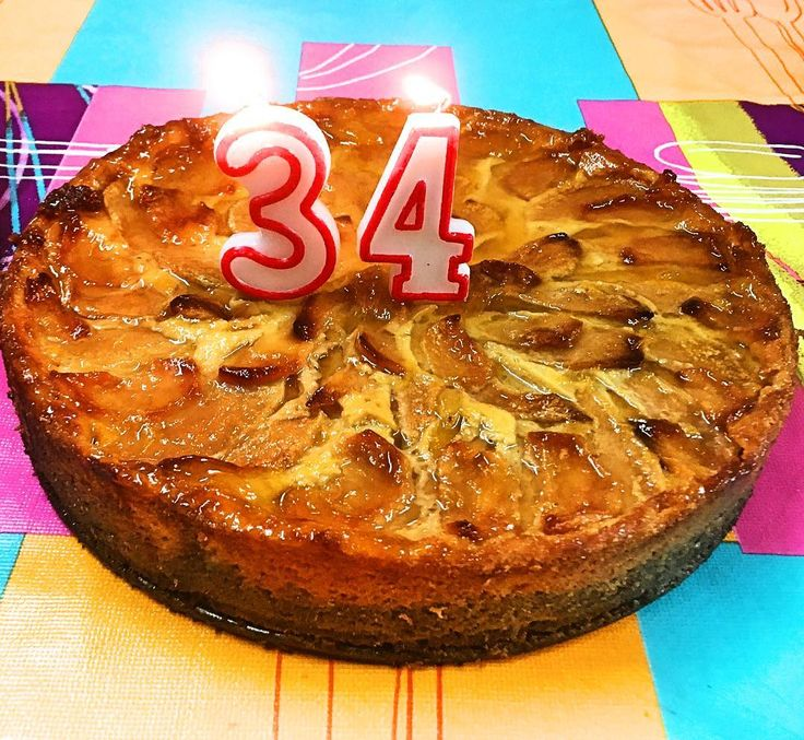 Pues ya hemos soplado otro año más. Lista para la siguiente vuelta al sol #birthday #picoftheday #pie #applepie #homemade #cooking #oneofthree #apple #sweet #cooklovers #live #love #live #growing #up #25 #happiness #family #friends #foreveryoung
