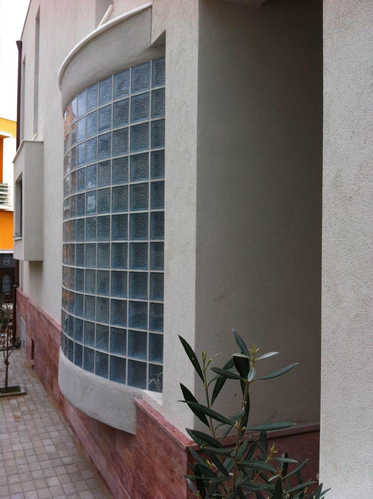 Nikolas Dorizas Architect, Tel: +30.210.4514048 Address: 36 Akti Themistokleous – Marina Zeas, Piraeus 18537. Κατοικία στην Καστέλα με εσωτερική πισίνα και θέα θάλασσα. Villa in Kastella, Piraeus, Greece, with an internat swimming pool and full sea view. The villa is developed on a small plot, enjoying spaceous effect.