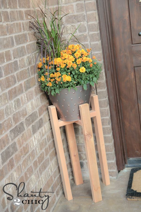 Free Woodworking Plans DIY Plant Stand. Perfect plan to try out my new kreg jig!