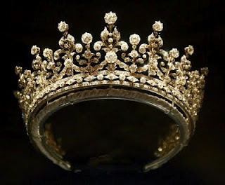 Girls of Great Britian and Ireland Tiara, looks like baby breath with diamonds!