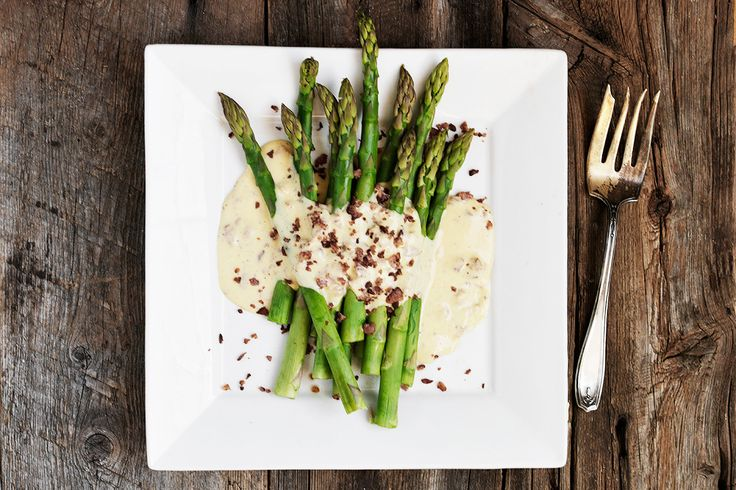 This Asparagus Carbonara is delicious asparagus with carbonara sauce. Channeling the famous pasta dish, the sauce is a simple egg custard, flavoured with Parmesan and bacon. An easy and delicious way