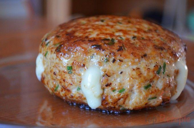 Frikadellen mit Camembert-Füllung - Semmelbrösel ggf. durch passende Low Carb-Zutat ersetzen