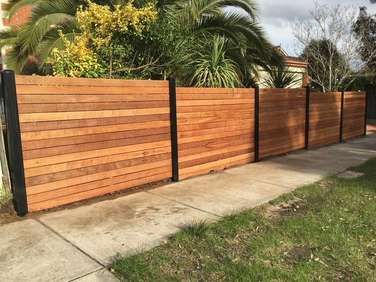 Merbau front feature fence steel posts horizontal merbau for Front garden fence designs