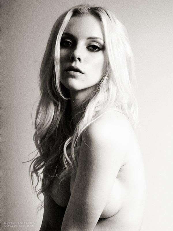 """ELLE EVANS (Lindsey Gayle Evans) most notable for her appearance in Robin Thicke's music video """"Blurred Lines"""". Photographed by VITAL AGIBALOW for HENSEL 
