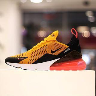 meet 255e8 d5dff Nike Air Max 270 Black university gold