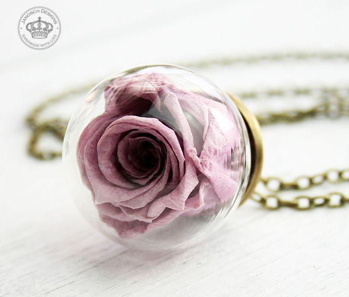 *Echte Rosenblüte* Halskette Rose lavendel von JanoschDesigns auf DaWanda.com