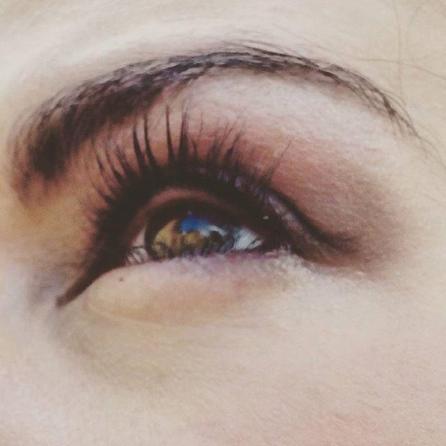 Make up is done, we are ready for spot ! #makeupartist #makeup #work #smokeyeye #photography #mua #purple #rimmellondon #canonofficial #canonitalia #lash #brushes #eyes #eyeshadow #eyebrown #eyeliner #maccosmetic #makeupforeverofficial #makeuplover #nyxcosmetics #kikomilano #highlights #blushing #spot #benevento