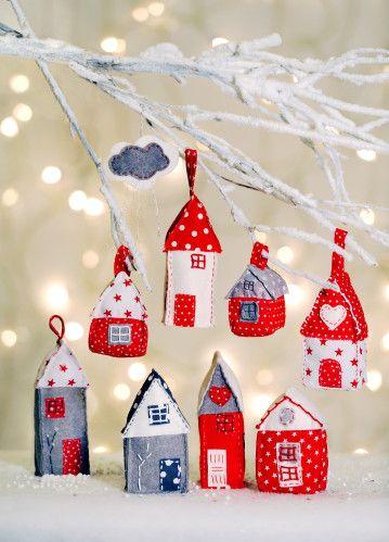 Noël approche à grands pas… Je vous propose de coudre des petites maisons à…