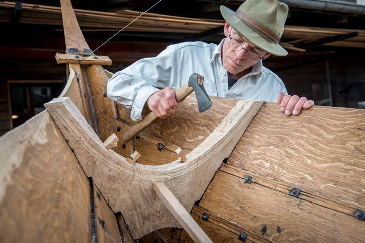 """tomb666666: """" """"Vikingeskibsmuseet i Roskilde Both iron rivets and treenails (wooden nails) are used to hold the hull of the Gislinge Boat together. On the original boat, the treenails were made from both willow and pine """" """""""
