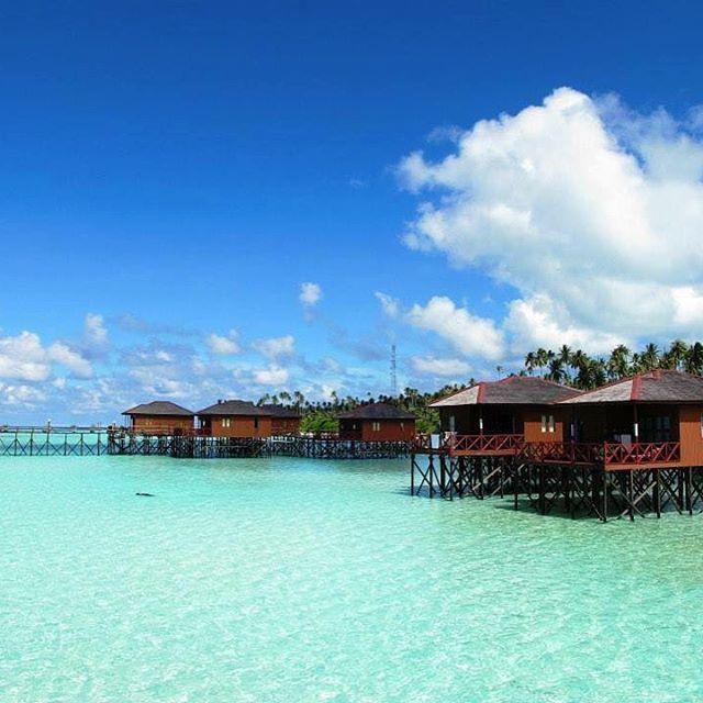 Maratua Resort  at Maratua Island, One of the best resort at Derawan Archiepelago  Next weekly trip to derawan-maratua, stay 3 night at this resort  Jun : 16-19, 23-26, 30-3 Jul : 3-6, 7-10, 11-14, 14-17, 21-24, 28-31 Aug : 4-7, 11-14, 17-20, 24-27 Sep : 1-4, 9-12, 15-18, 22-25, 29-02 Oct : 6-9, 13-16, 20-23, 27-30 Nov : 3-6, 10-13, 17-20, 24-27 Dec : 1-4, 9-12, 15-18, 22-25, 29-01 Untuk detail /reservasi/private trip ,email ke info@kakabantrip.com  #kakabantriptomaratua #maratua #derawan…