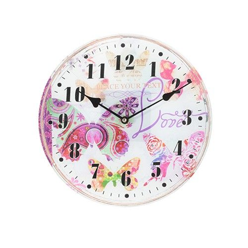 Αν ο χρόνος τρέχει, τουλάχιστον ας μας χαλαρώνει ένα όμορφο ξύλινο ρολόι με θέμα τις πεταλούδες. Ξύλινο ρολόι τοίχου με γυάλινη διακοσμητική επίστρωση.