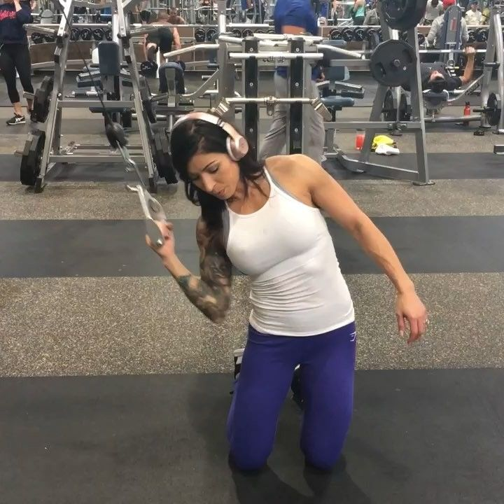 It S Friday Flex Day Lol Bringing You Another Workout Video Whoop Look At Me Go I Have Something New For Gym Back Workout Workout Videos Workout Routine