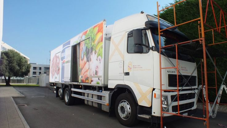 Veja passo a passo como se processa a decoração de um camião, neste caso, para a cliente BRASMAR.