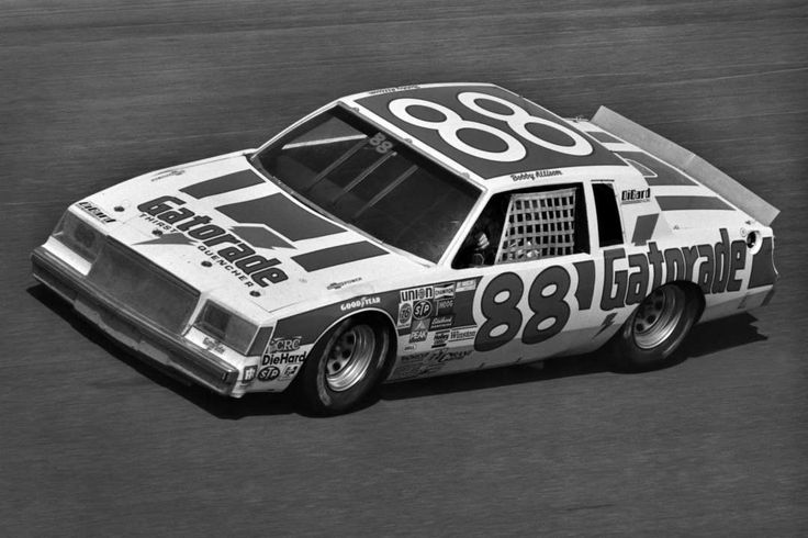FOLDS OF HONOR:  15 fun facts about Atlanta Motor Speedway  -  March 1, 2017:        Most lead changes:    In November 1982, Bobby Allison won the Atlanta Journal 500, a race that saw 45 lead changes.