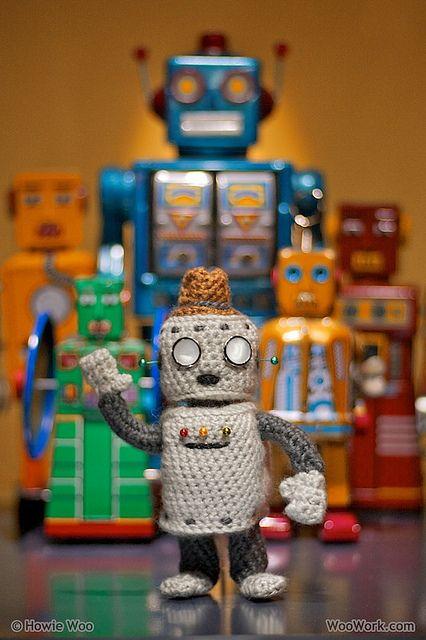 awww, a crocheted robot!