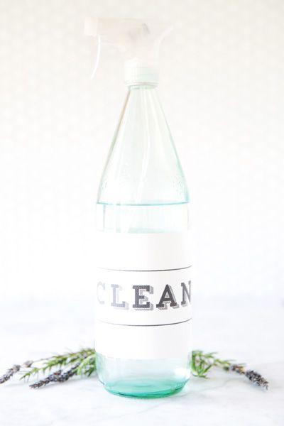Handmade Mood | A Refreshing Kitchen Cleaner Using Essential Oils | http://handmademood.com