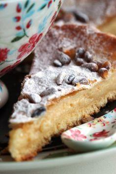 """En Sicilia y en Italia le llaman la """"Torta della nonna"""", en los países anglosajones podría ser """"Grandma´s cake"""" y cuando la probé, me acord..."""