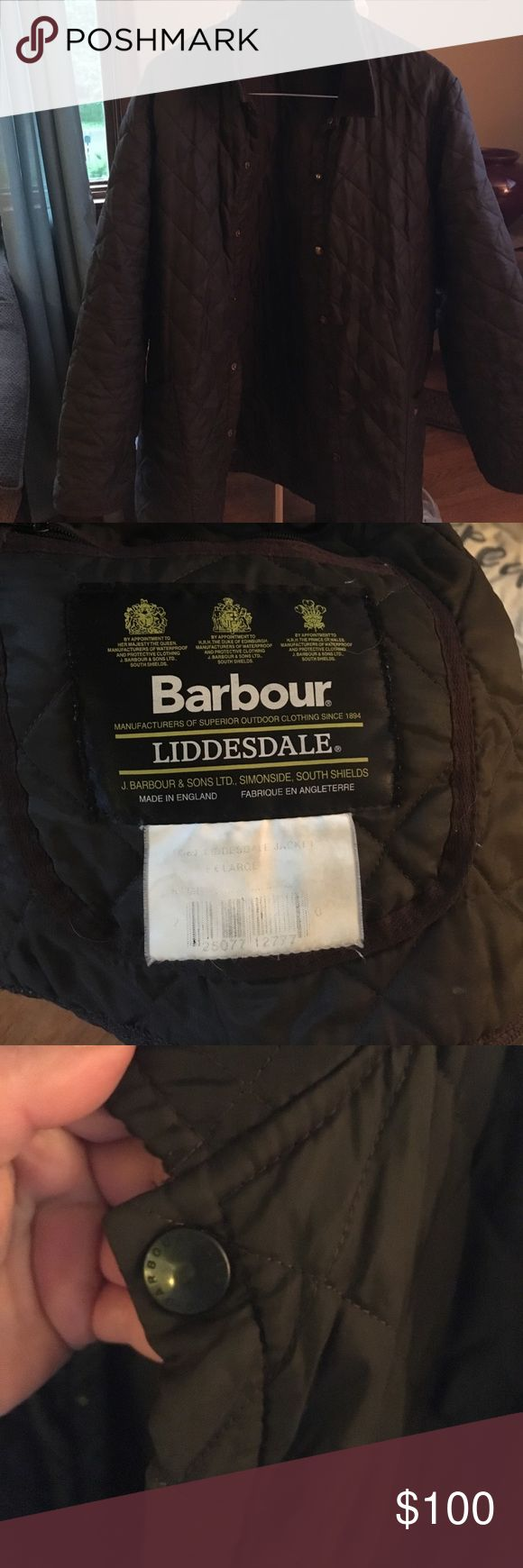 Men's Barbour liddesdale quilted barn jacket - xl Classic men's Barbour quilted liddesdale jacket / contrast corduroy collar / two bottom front pockets - one secret inside pocket with zipper - dark olive - size XL. Machine washable. Some pulled threads on back of sleeves (shown) Barbour Jackets & Coats