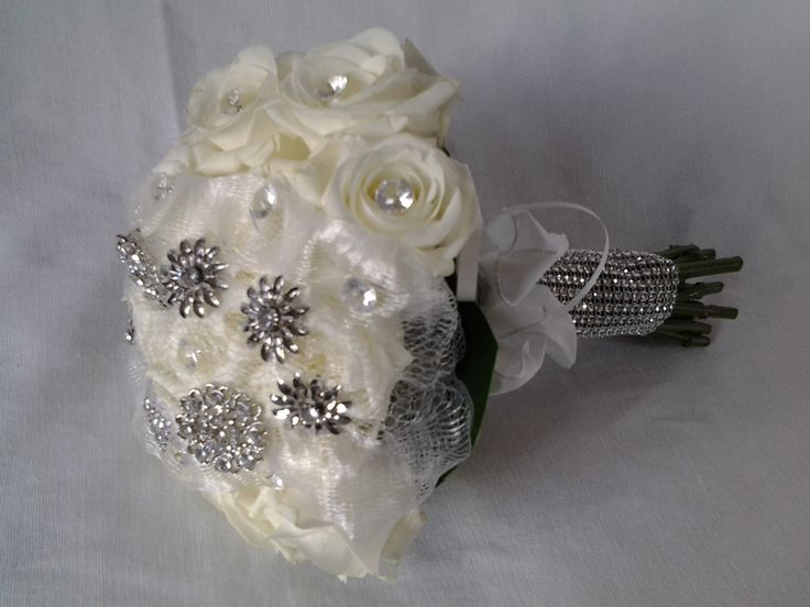 jewellery and roses bouquet