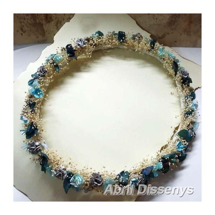 Corona de Flor Seca con Claveles Azules. Corona para el pelo para Niñas de Ceremonias, y Damas de honor por su color especial. Un complemento de pelo