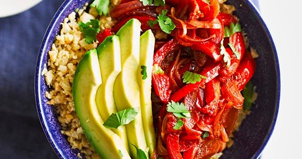 This recipe for vegan fajita bowl with cauli rice is quick and easy to make, vegan, low calorie and 5:2-diet friendly but delivers on flavour. 170 cal