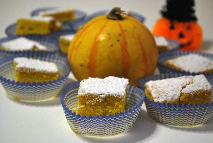 Una torta alla zucca soffice e delicata, con un bel colore vivace, che rallegra la vista e il palato. La torta alla zucca è ottima per la colazione, profum