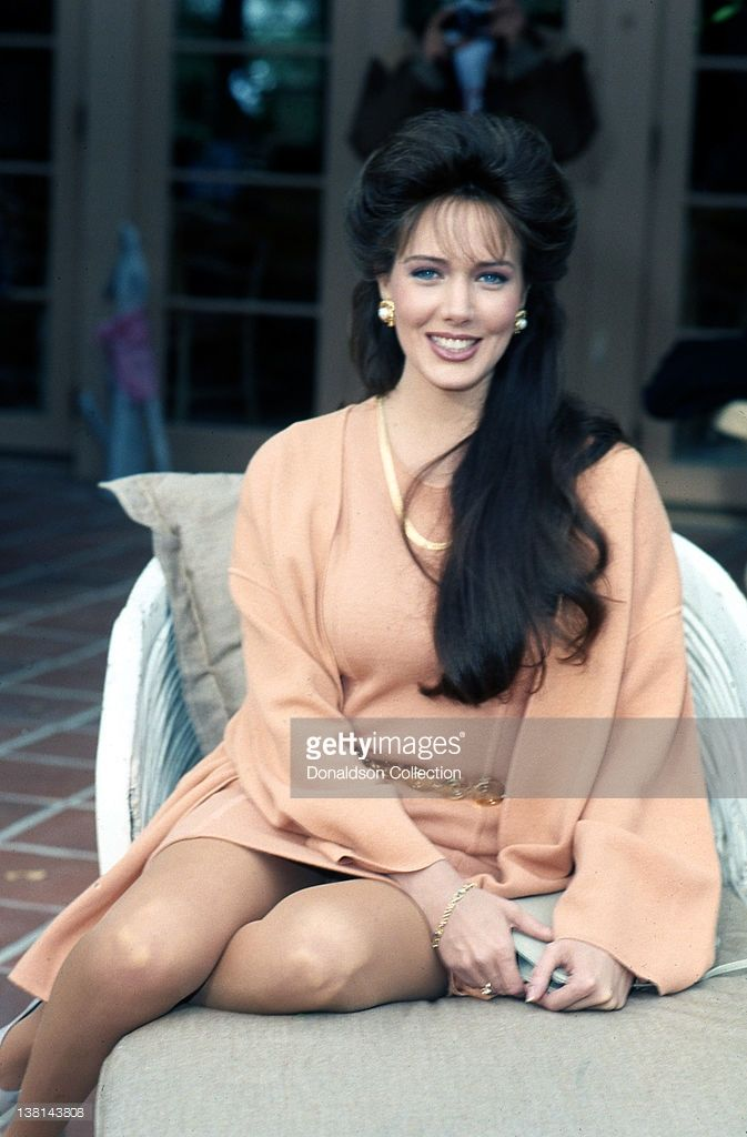 Actress Hunter Tylo poses for a portrait session at her home in December 1990 in Los Angeles, California.