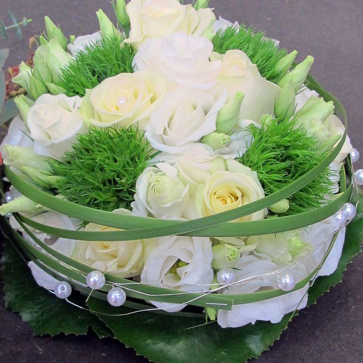 Brautstrauß weiß/grün mit Perlen
