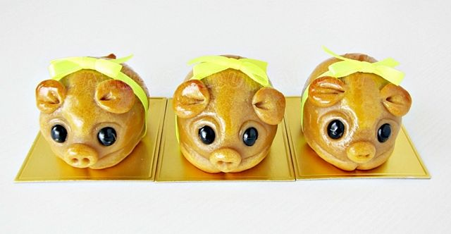 Handmade Piggy Mooncakes (Anncoo Journal), with instructional slide show