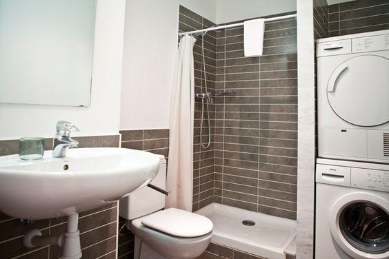 912 best salle de bains images on pinterest bathroom for Lave linge dans salle de bain