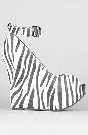 I thing I would get seasick if I tried to walk in these...I need zebra flip flops.....