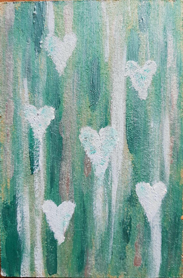 Perlemors toner af grå og hvid blander sig med grønlige nuancer som baggrund for de dalene hjerter der næsten er umærkelige.  Akryl på træplade