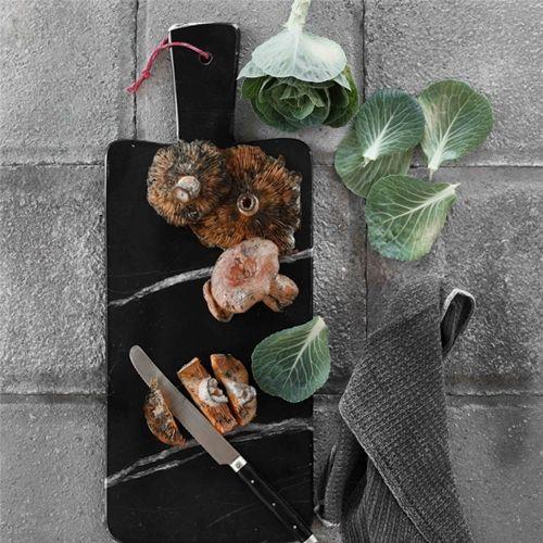 Tie iti Place Marmura? Dacă ar fi să aleg între lemn, yena şi marmură, evident că aş alege marmura pentru bucătărie. Este incomparabil mai frumoasă ca şi aspect şi totodată oferă o doză mare de eleganţă şi încredere! Mâncarea va fi mult mai bună :) #campaniisharihome http://sharihome.ro/campanie/tie-iti-place-marmura
