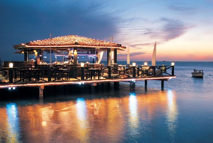 Pinchos Restaurant, un hermoso lugar construido desde un muelle para pasar una inolvidable velada romántica    Fuente imagen: papblog.com.ar