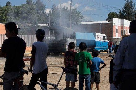 """#NARCOBLOQUEOS #GDL #RIANarco @rvillanueval @epn 40 muertos tras lo que @AristotelesSD llamó actos de vandalismo  proceso.com.mx/?p=404825   Familiares de desaparecidos reportan 40 muertos tras operativo contra """"El Mencho""""  GUADALAJARA, Jal. (apro).- Decenas de muertos –unos 40, algunos de ellos inocentes– habría sido el saldo de la fallida captura del líder del Cártel Jalisco Nueva Generación (CJNG), Nemesio Oseguera Cervantes El Mencho en Villa de Purificación, el pasado 1 de mayo, según…"""