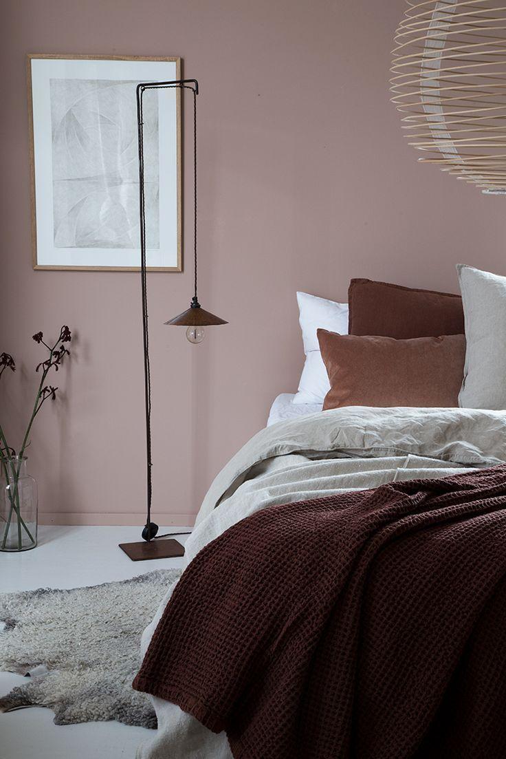 Ilaria Fatone Schlafzimmer In Rostfarben Fur Den Winter 2018 Altrosa Schlafzimmer Wandfarbe Schlafzimmer Und Schlafzimmer Wand