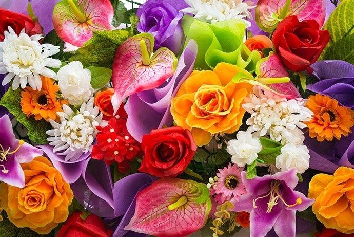 Bloemen zijn prachtig en een gewaardeerd geschenk, vooral bij vrouwen.     Maar wil je een vrouw met een boeket bloemen verwennen, kies dan zorgvuldig je boeket.Bloemen brengen de