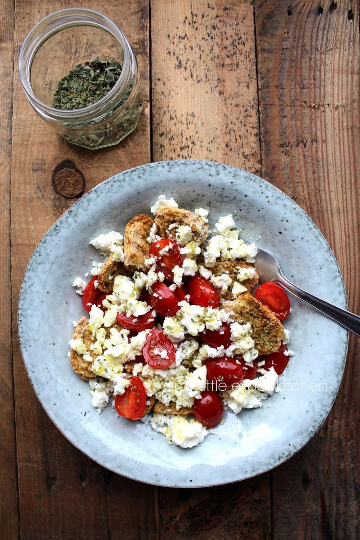 A non-recipe recipe. Of Greek dakos.        Traditionally made with large barley rusks and grated beefsteak tomatoes. I had little barley...