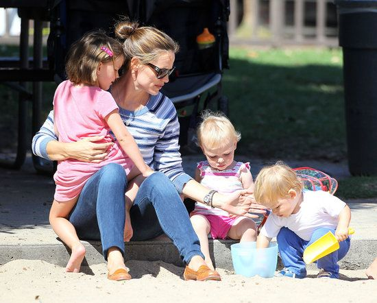 Too cute! Jennifer Garner with Samuel, Violet, and Seraphina at the park.