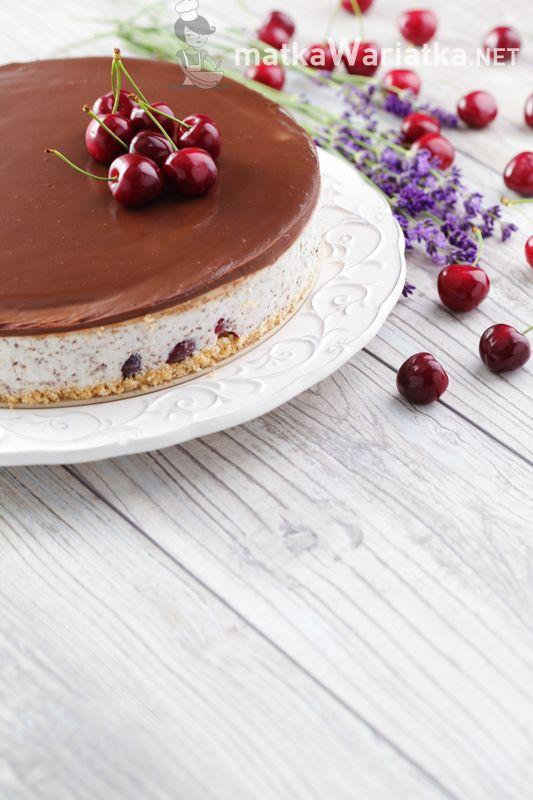 cheese cake with cherries :)  http://www.matkawariatka.net/2014/06/straciatella-z-czeresniami-sernik-na-zimno/