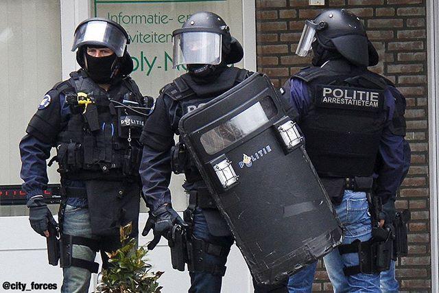Arrestatie team Politie Arresting team Dutch Police